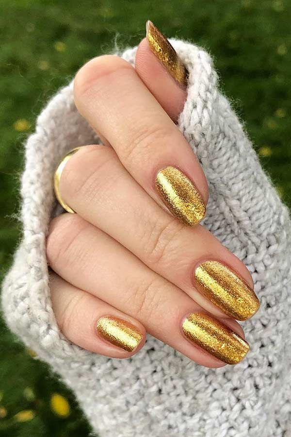 Simple Gold Nails