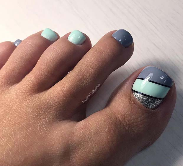Chic Grey and Mint Toe Nails