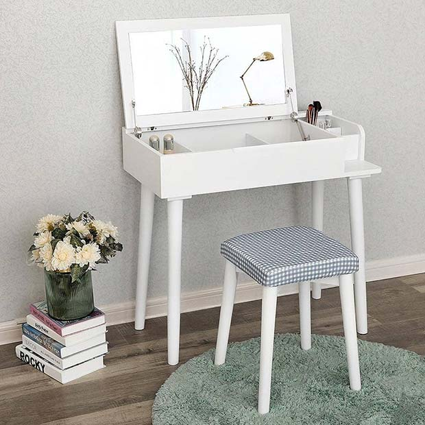 Compact Vanity Table Idea