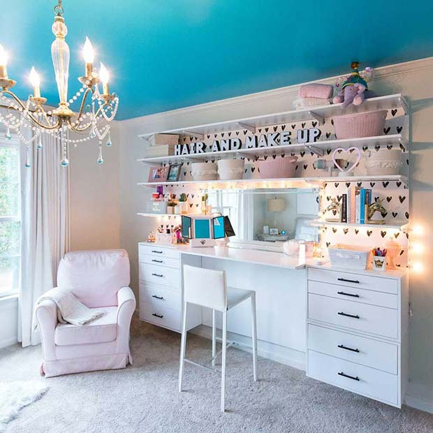 Hair and Makeup Table Idea