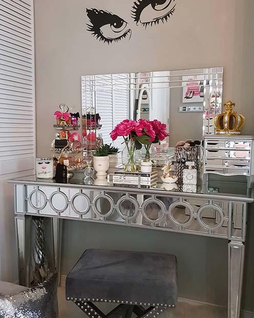 Pretty Mirrored Vanity Table