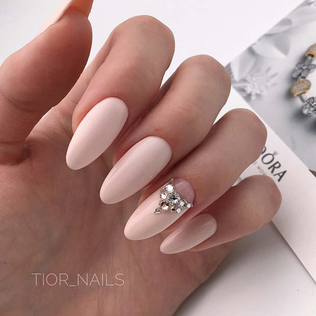 Light Nude Nails with a Sparkly Accent Nail