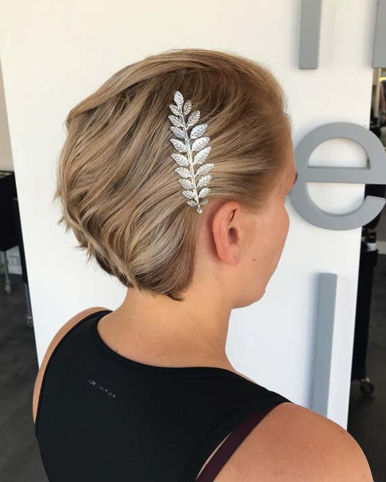 Chic and Elegant Short Hairstyle
