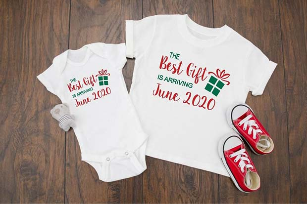 Christmas Inspired Pregnancy Announcement