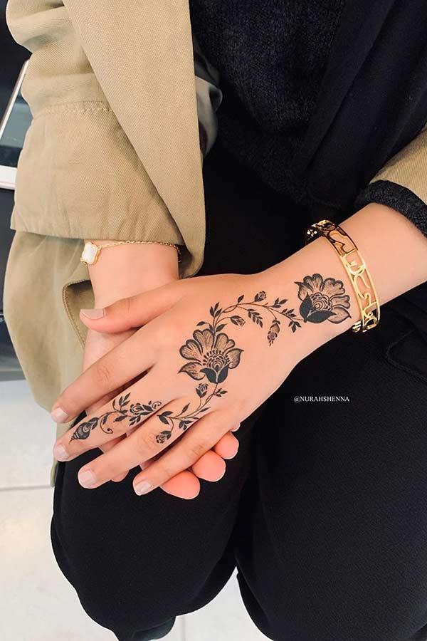 Easy Henna Hand Design