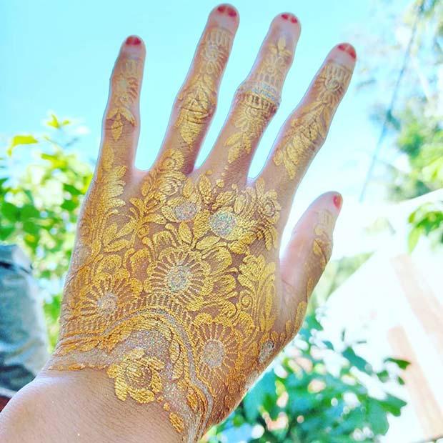 Glam Gold Henna Design