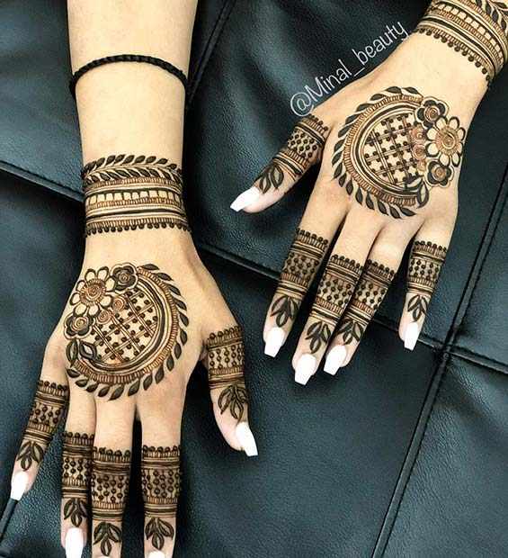 Matching Mehndi on Both Hands