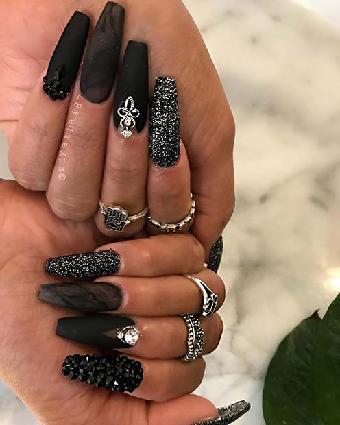 Super Glam Black Mani