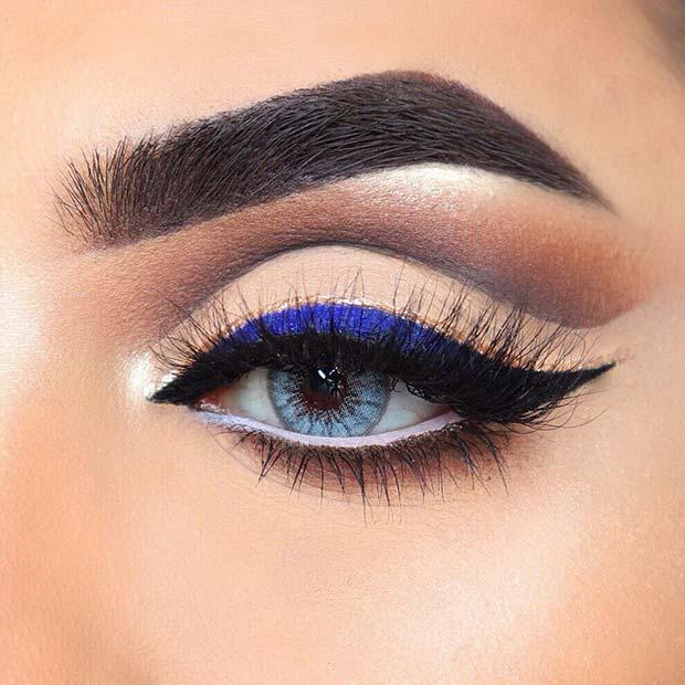Beautiful Eyeshadow with Blue Eyeliner
