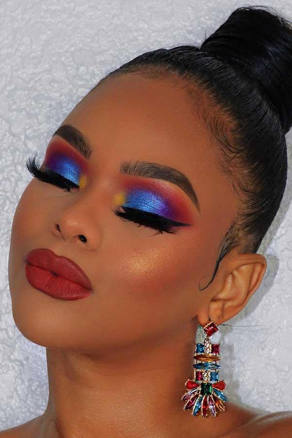 Bold Blue Eye Makeup Idea