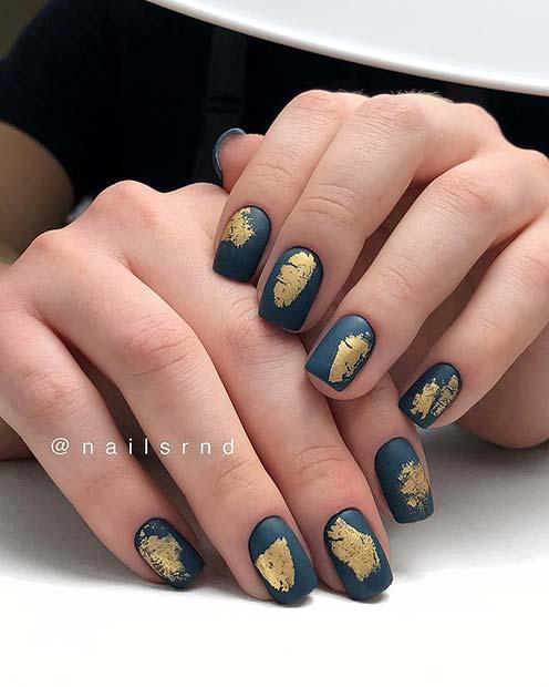 Short Nails with Gold Foils