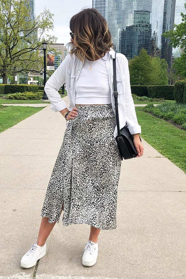 Skirt and Sneakers Outfit Idea