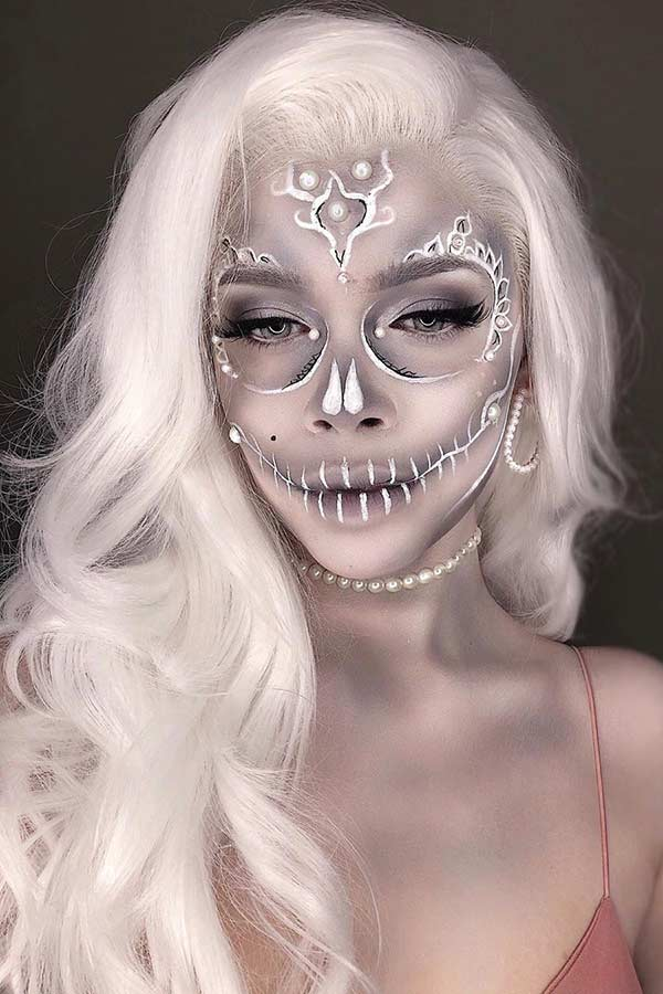 Sexy White Skull Halloween Makeup